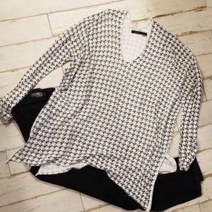 RDI Lg black and white checkered sweater.